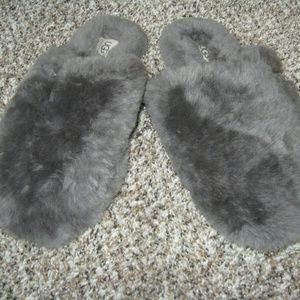 Uggs Slip On Slippers Grey Fluff W/Bow Sz 10 EUC